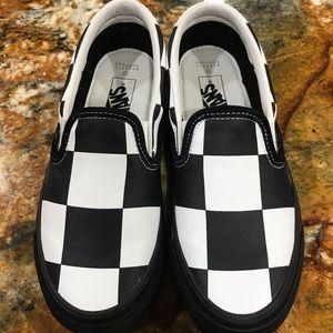 Vans Shoes - New Barney's New York Vans size 6.0womens 4.5mens